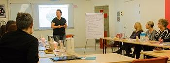 Viser Malene fra Motikon der underviser på arbejdspladser i Den Motiverende Samtale.